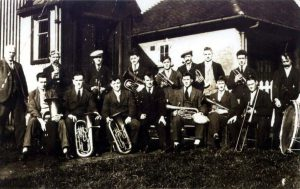 Holymoorside Band from the 1920s